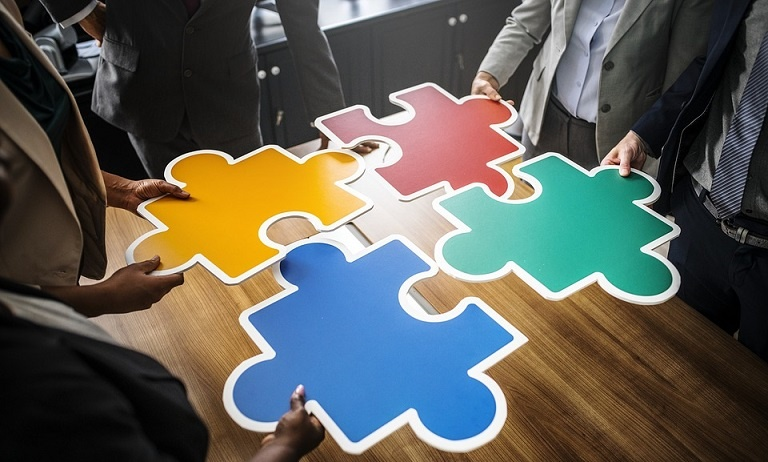 Advantages and Disadvantages of Putting Your Company Into Administration